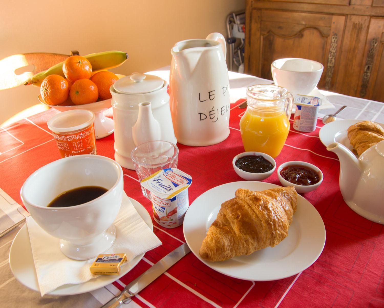 Petit déjeuner dans les chambres d'hôtes du Bourg Joly à Rigny-Ussé
